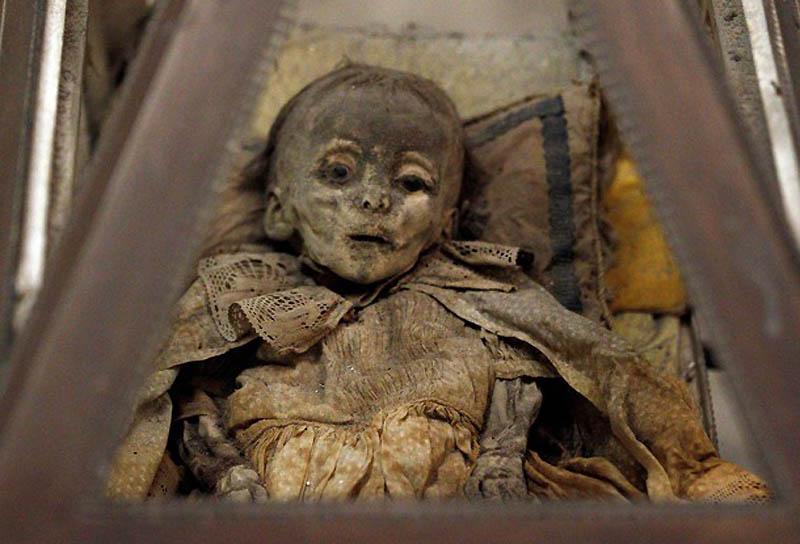 Cadavre d'enfant dans les catacombes des Capucins - Palerme