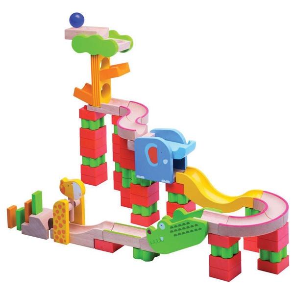 no l approche sa liste de jouets 2 ans et demi les cahiers de lucie rose. Black Bedroom Furniture Sets. Home Design Ideas