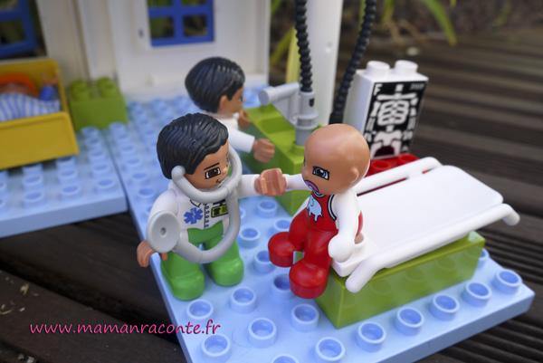 10.docteur et bébé DUPLO