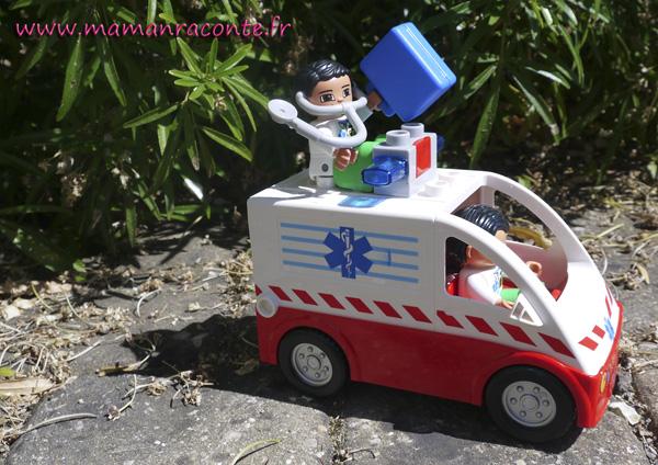 4.ambulance DUPLO