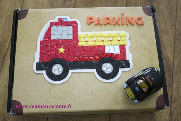 Parking pour petites voitures fabriqué avec une boite en carton 6